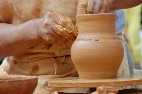 Características y propiedades de engobes, esmaltes y tintas de fabricación de productos cerámicos