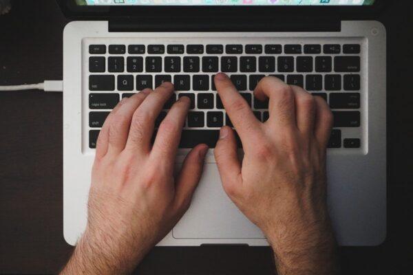 Aplicación de técnicas mecanográficas en teclados extendidos de terminales informáticos