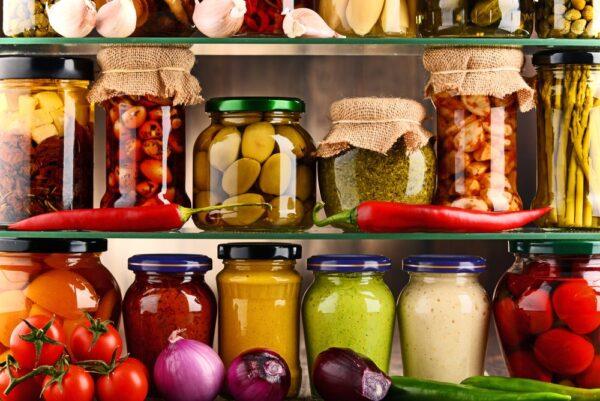 Almacenamiento y conservación de los géneros según consumo en cocina