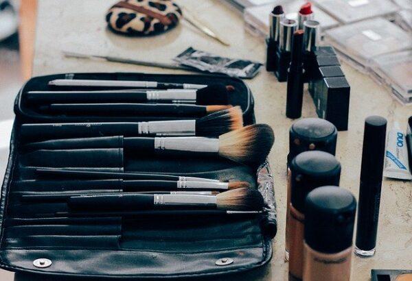 PRL en Empresas de Perfumería y Cosmetica y Primeros Auxilios
