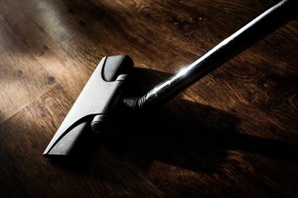 Utilización del equipamiento básico para limpieza de superficies